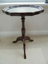 Mahogany veneer wine table, green leather top, lamp, turned column, tripod feet