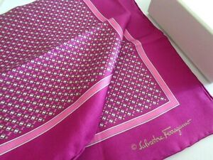 NEW WITHOUT TAG SALVATORE FERRAGAMO SILK POCKET SQUARE HANDMADE ITALY $150.00