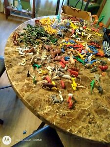 Huge Lot Vintage Plastic Toys Army Soldiers Cowboys indians farm animals &more