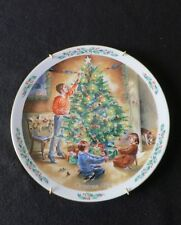 "Royal Doulton Christmas Plate ""The Finishing Touch"" Vintage 1990 W/Wall Hanger"
