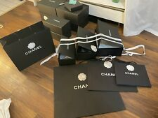 Ein Stück NEU Chanel Karton/Box mit Tüten. Gibt's 2 Große