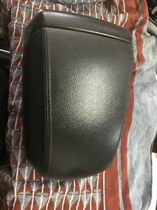 HOLDEN CAPTIVA CG CONSOLE LID LEATHER SLIDING GREAT CONDITION