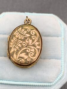 Victorian large oval pretty swirl front 9ct Gold Locket Pendant.