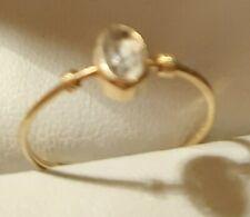Damen Goldring  aus 585 Gelbgold mit weisser Stein