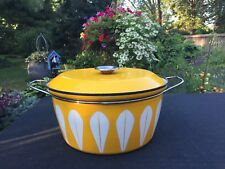 XL VINTAGE CATHERINEHOLM YELLOW LOTUS COVERED POT/CASSEROLE, ENAMELWARE - 12.75""