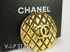 CHANEL Broche 2.55 Matelasse Losange Style Doré Métal Luxe