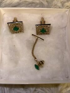 VINTAGE EXECUTIVE CUFFLINKS AND TIE TAC TONE GOLD WITH GREEN STONES