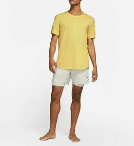 Nike Yoga Men's Yellow Short Sleeve Specialty Dyed Top Size Large Zipped Pocket