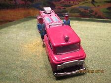 Ancien camion de pompier en tôle STI