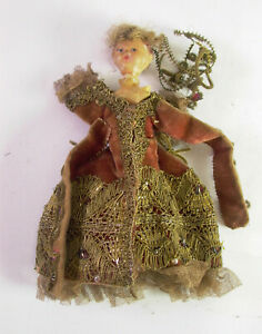 - antikes Pupperl Kinderl - Wachskopf mit reichhaltigem Brokatkleid - 19. Jhd.