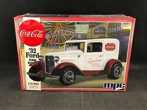 MPC Coca-Cola '32 Ford Sedan Delivery 1:25 Scale Plastic Model Kit 902 NIB
