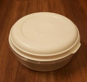 Vintage Rubbermaid Servin Saver #3 Round 1.4 Quart Food Container Almond Lid