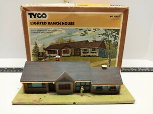 Tyco Lighted Ranch House HO scale Fully Assembled Decorated Missing People