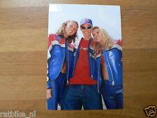 F102- STEFAN EVERTS WITH 2 GIRLS 2001 YAMAHA L&M MOTOCROSS MX CROSS PHOTO