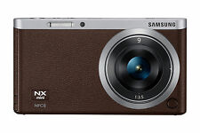 Samsung NX NXF1 20.5MP Digitalkamera - Braun (Kit mit ED 9mm Objektiv)