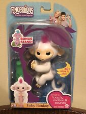 Fingerlings SOPHIE WHITE Baby Monkey EXCLUSIVE Bonus Stand AUTHENTIC RETAIL