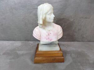 BELLE SCULPTURE en albâtre: JEANNE D'ARC.