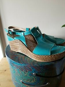 Moshulu Wedge Sandals Size 4 Turquoise
