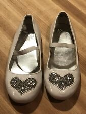 New Children's Place Toddler Girl White Patent Dress Shoes With Heart, Size 9