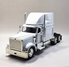 New Ray 1:32 International 9900i Metal Diecast Truck Trailer Model White