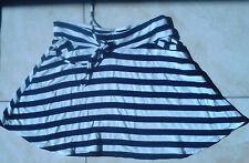 tres jolie petite jupe courte évasée rayée noire et blanche pimkie XS