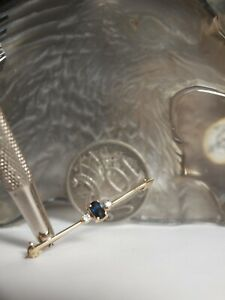 GENUINE / SOLID 9CT YELLOW GOLD LADIES NATURAL SAPPHIRE & DIAMOND BROOCH  !