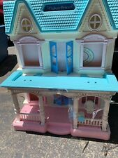 Vintage Fisher Price 1993 Loving Family Dream Doll House With 33 Acc. & Figures