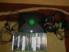 Microsoft Xbox mit 25 Spielen und 3 Controllern.