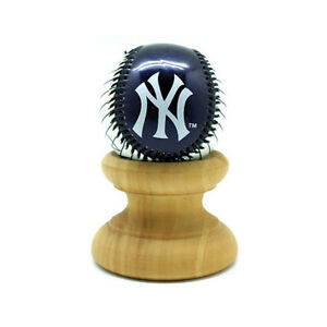 Franklin Sports MLB New York Yankees Baseball with/without Display Case 2710F10