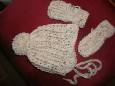 HANDCROCHETED SPARKLY HAT WITH BEAD//PEARL CENTRE FLOWER...0//3--3//6--9//12 MONTHS