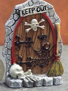 Dollhouse Miniature Halloween Door Scene Skull 1:48 scale E67 Dollys Gallery
