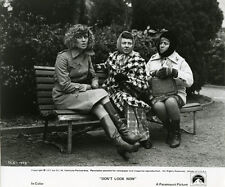 Don't Look Now original 8x10 photo Julie Christie sitting on bench with ladies