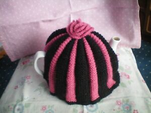 TEA COSY HAND KNITTED..VINTAGE ..VERY GOOD VINTAGE CONDITION