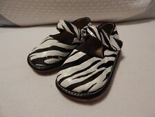 Baby Toddler Girl Squeaker Zebra Animal Print Shoes  Size 6   VGUC