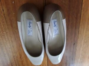 Amalfi for Peter Sheppard by Rangoni women size 8 B leather pumps cream/beige