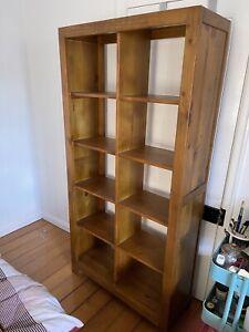 Wooden cube shelf / bookshelf