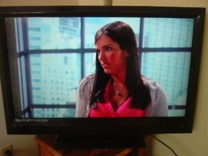 "VIZIO HD HIGH DEFINITION LCD DIGITAL TRUE FLAT BIG SCREEN HDMI 37"" TV & REMOTE"