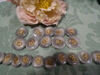 Lot de boutons neufs ,haute couture,,,, gris   ,dorure 20 piéces