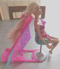 Barbie - X2345 - Poupée - Studio de Relooking Coiffure - Excellent Etat