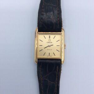 Montre bracelet de femme en or jaune 18k hibou Omega De Ville Début XXème