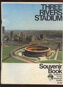 1970 Three Rivers Stadium Pittsburgh Pirates Souvenir Yearbook / Magazine EX+