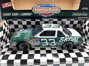 ERTL Harry Gant 1995 #33 Skoal Bandit Old Timer Lumina 1:18 NASCAR Diecast Car