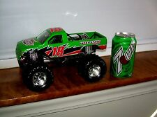 MUSCLE MACHINES CHEVY MONSTER TRUCK 1/24 SCALE DIE CAST BOBBY LABONTE 18