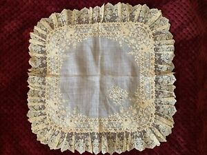 MUSEUM QUALITY 1835-40 French linon handkerchief, Floral embroidery,Valenciennes
