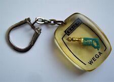 Ancien porte clé inclusion résine perceuse Baier Wega outillage Années 60.