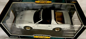 Rare Green Light 1:18 diecast Metal Unopened 1989 Trans Am Indy Pace Car Garage