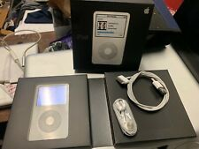 Apple iPod CLASSIC A1136 30GB WHITE MP3 5th Generation With Box #I-3949