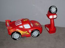 Disney/Pixar Voiture Cars Flash Mc Queen téléguidée/télécommandée ( Long:21 cm )