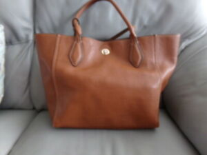 LADIES TAN FAUX LEATHER HAND BAG FROM CLARKS - LOVELY ROOMY BAG!