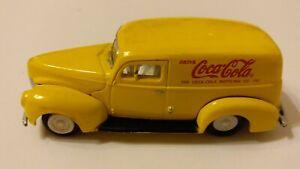 Johnny Lightning 1940 Ford Sedan Delivery White Lightning